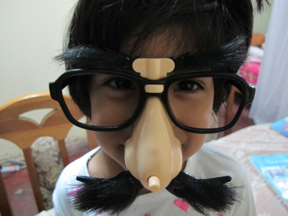 samia wearing the chiste glasses i got from kat and andrea.