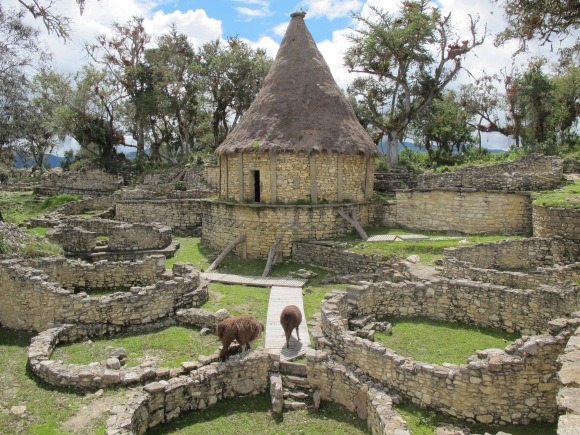 it was said that more than 3,000 people lived in this fortress. also, loved that there were llamas EVERYWHERE.