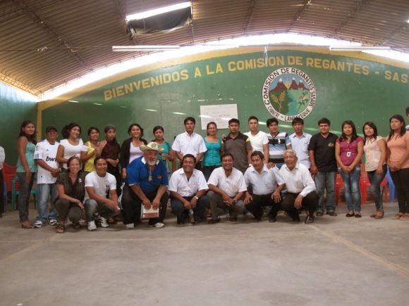 the new junta directiva, the local alcaldes, and other community members that have offered their support to the new group