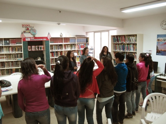 the english activity with students at icpna!