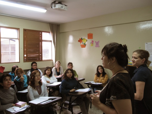 trainees working with teachers at icpna!